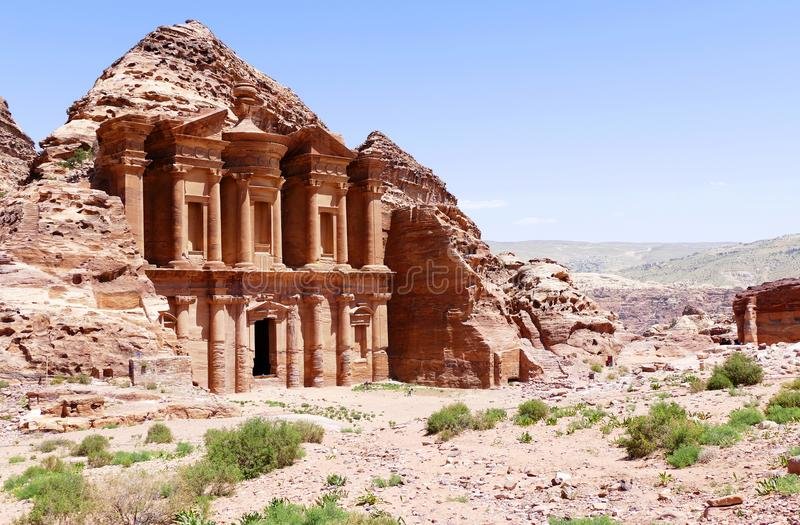 ` Maestoso di Deir dell'annuncio di vista il ` nel PETRA, Giordania del monastero fotografia stock libera da diritti