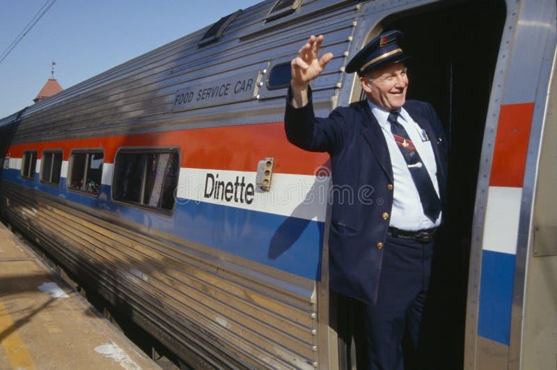 Maestro de trem que acena no trem imagem de stock royalty free