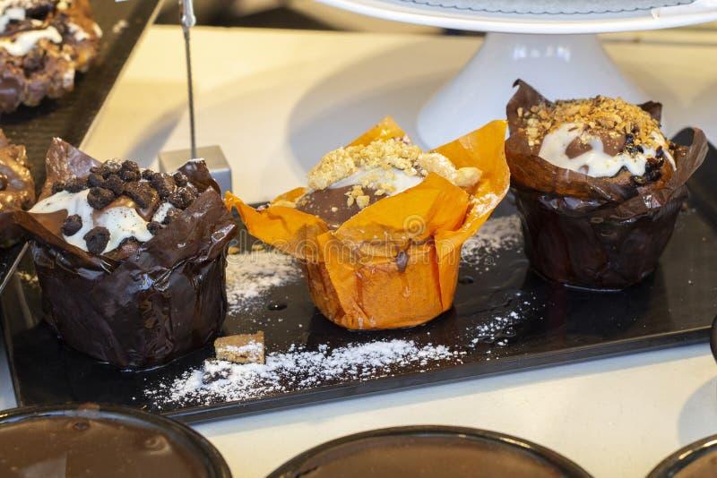 Maffins с шоколадом и печеньем стоковое изображение