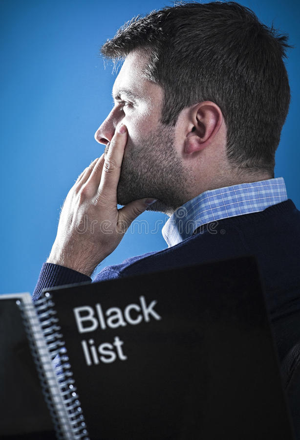 Mafioso met zwarte lijst royalty-vrije stock foto