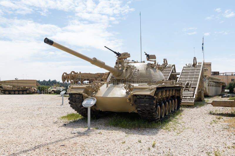 Magach 3 - den Patton M48A3 behållaren är på den minnes- platsen nära det bepansrade kårmuseet i Latrun, Israel royaltyfria bilder