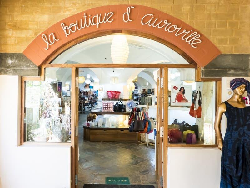 Magasin avant de magasin d'Auroville c'est détaillant indien d'habillement et d'accessoires basé dans Tamil Nadu, Inde photos stock