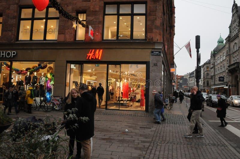 Magasin détaillant suédois de H&M à Copenhague Danemark image libre de droits