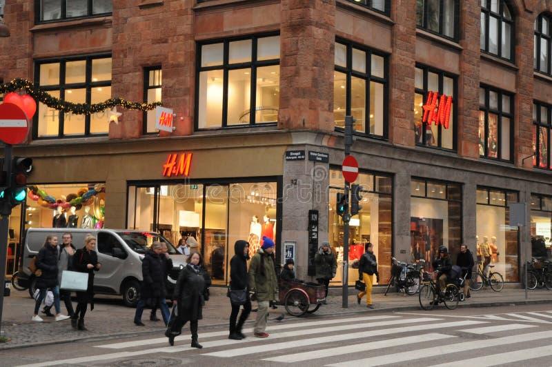 Magasin détaillant suédois de H&M à Copenhague Danemark photos stock