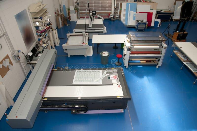 Magasin d'estampes avec le traceur de découpage photographie stock