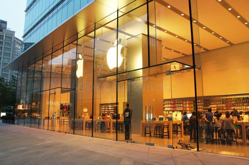 Magasin d'ordinateurs Apple en Chine photos stock