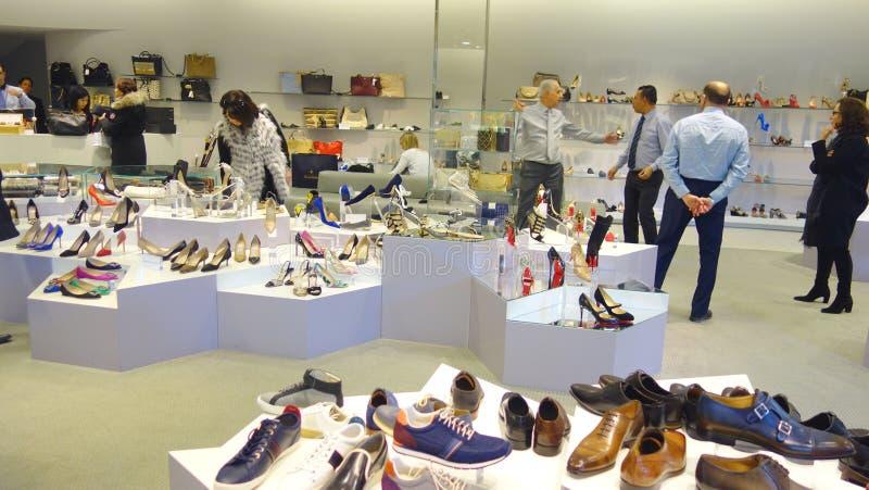 Magasin de chaussures image libre de droits