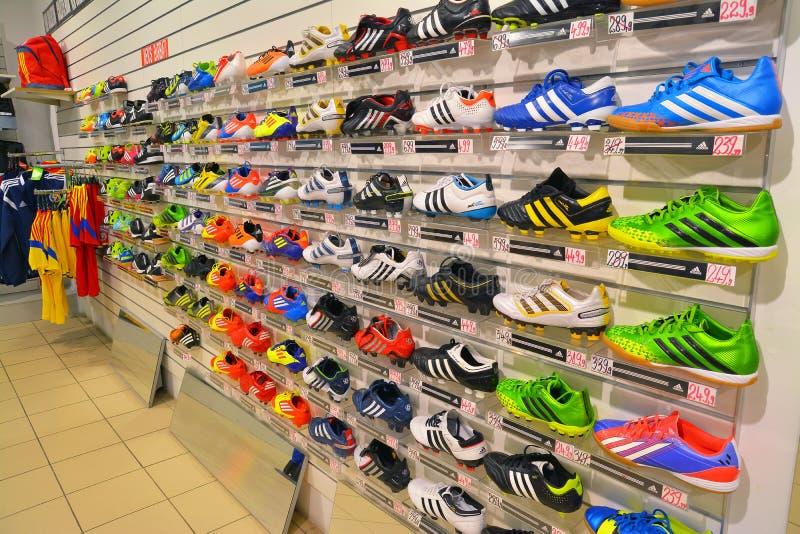 Magasin de chaussures de sport photo stock
