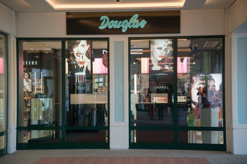Magasin de Douglas dans Parndorf, Autriche images stock