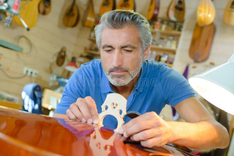 Magasin de fabricant de luth et instruments de musique classiques image stock