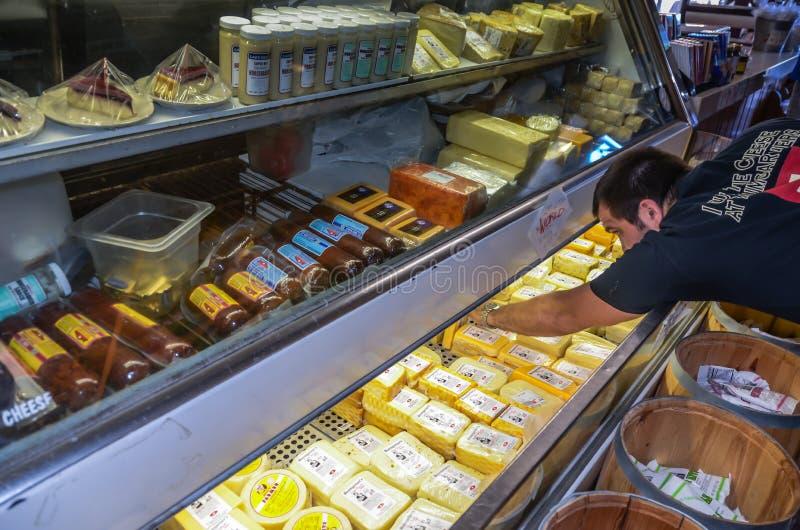 Magasin de fromage du ` s de Baumgartner et taverne - Monroe, WI image stock