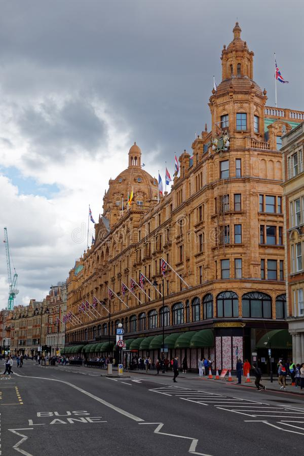 Magasin de Harrods avant de s'ouvrir photo stock