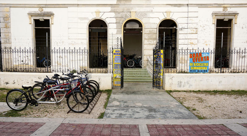 Magasin de location de bicyclette sur le Paseo Montejo en Merida Mexico photo libre de droits