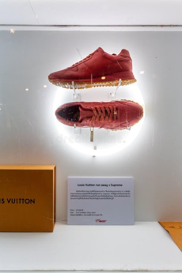 Magasin de Lousi Vuitton au monde central, Bangkok, Thaïlande, le 15 juillet 2019 photo libre de droits