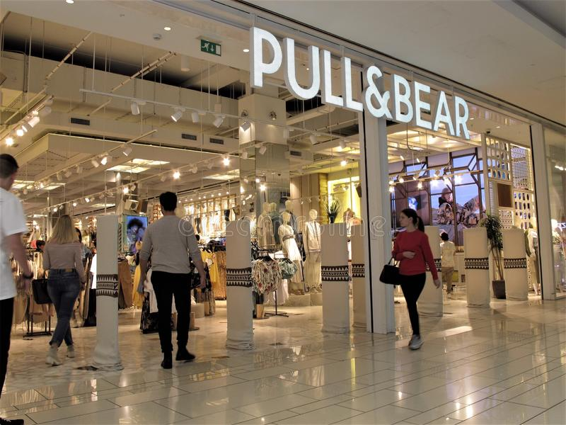 Magasin de mode de Pull&Bear à Rome image stock