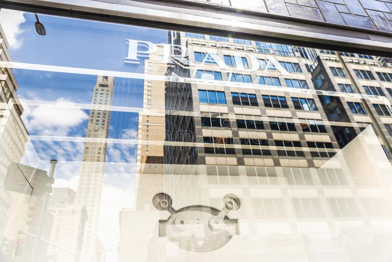 Magasin de Prada dans le magasin de Bloomingdale's à New York City, Etats-Unis photos stock