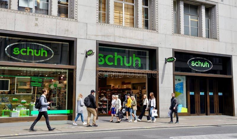 Magasin de Schuh à Londres image libre de droits