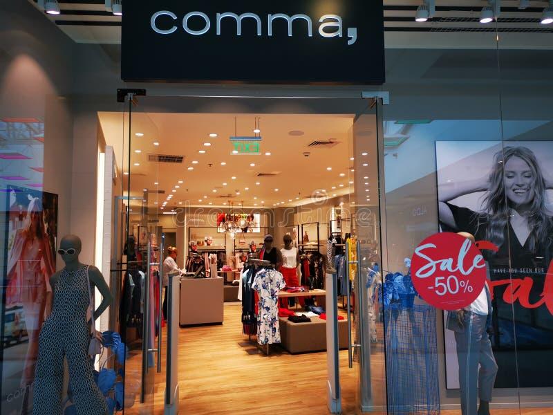 Magasin de vêtements de mode de virgule pour des femmes au mail Afi Cotroceni, Roumanie images libres de droits