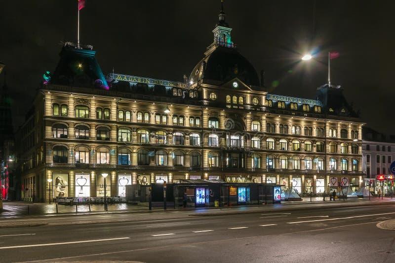 Magasin du Nord na noite, Copenhaga fotos de stock