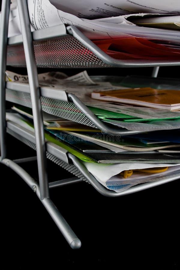 Magasin malpropre avec des papiers images stock