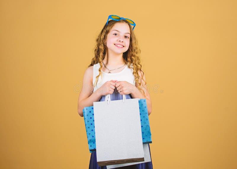 Magasin réussi. cyber lundi. Acheter des cadeaux et des cadeaux. escompte du vendredi noir. fête d'anniversaire heureuse. Beautà images libres de droits