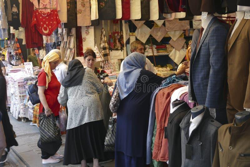 Magasins dans la rue devant le Grand Bazar photo stock