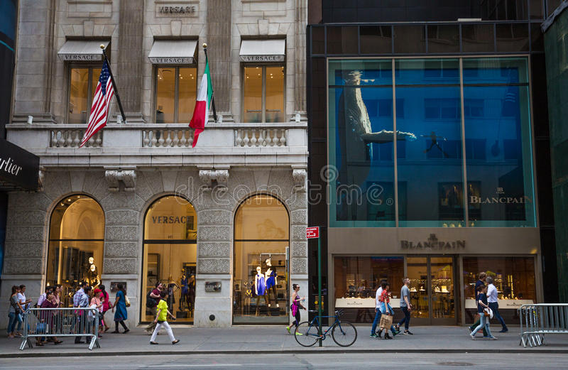 Magasins sur Fifth Avenue New York City photographie stock