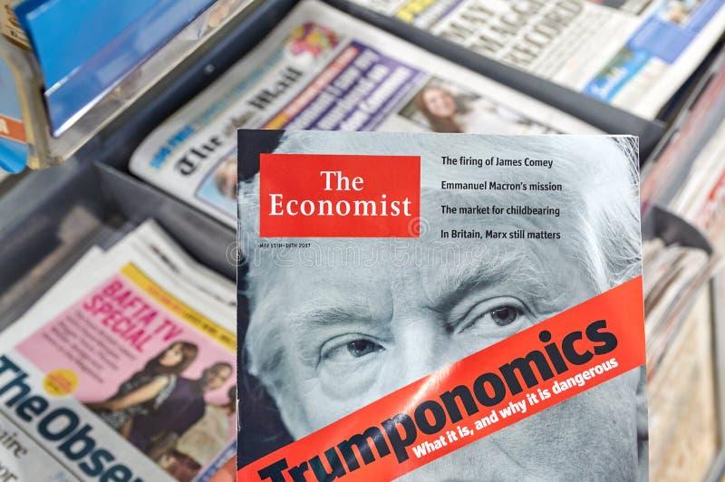 Magazine de The Economist avec Donald Trump à la page titre photo libre de droits