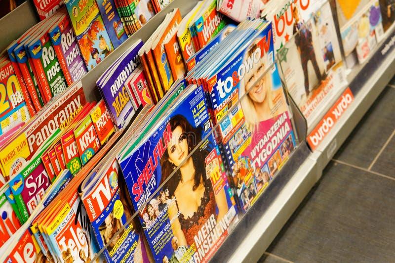 Magazines dans la librairie image libre de droits