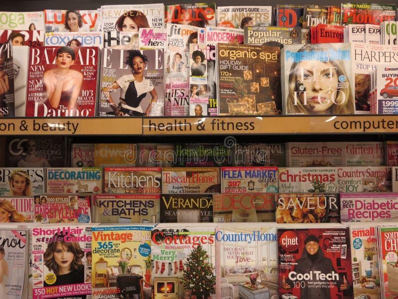 Magazines de dames images stock