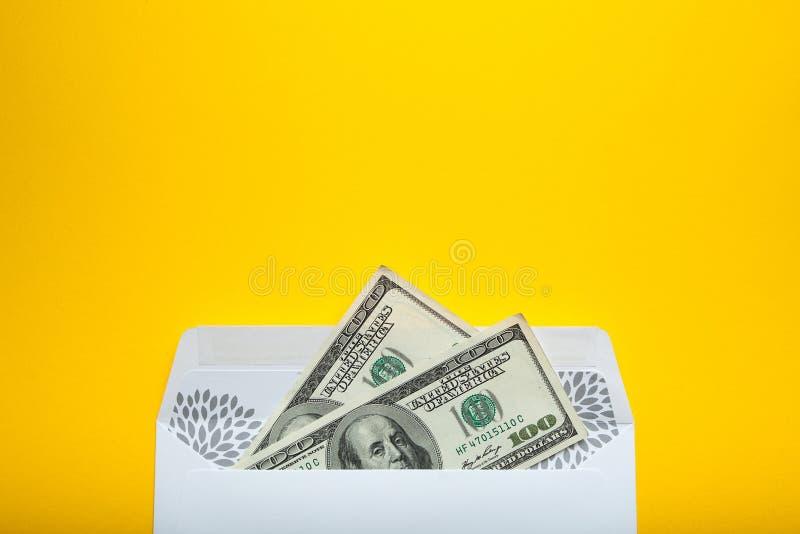Magazyn pieniądze w poczty kopercie kosmos kopii obraz royalty free