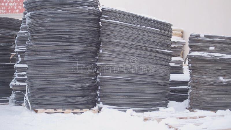Magazzino dei noccioli della vetroresina in coni retinici - produzione pronta sullo stabilimento chimico fotografia stock libera da diritti