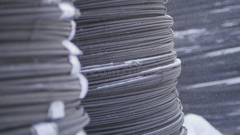 Magazzino dei noccioli della vetroresina in coni retinici - produzione pronta sullo stabilimento chimico, fine su fotografia stock libera da diritti