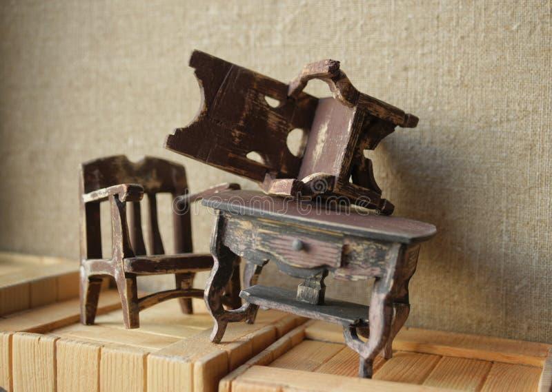 Magazzino della mobilia Ripristino degli oggetti d'antiquariato fotografie stock