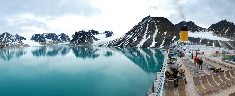 Magdalena Fjord panorama från däck för kryssningskepp royaltyfria bilder