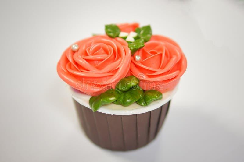 Magdalenas coloridas para el cumpleaños imagen de archivo libre de regalías
