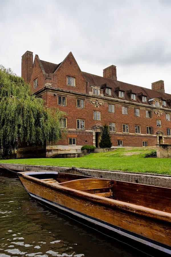 Magdalene College como parecem da came do rio foto de stock