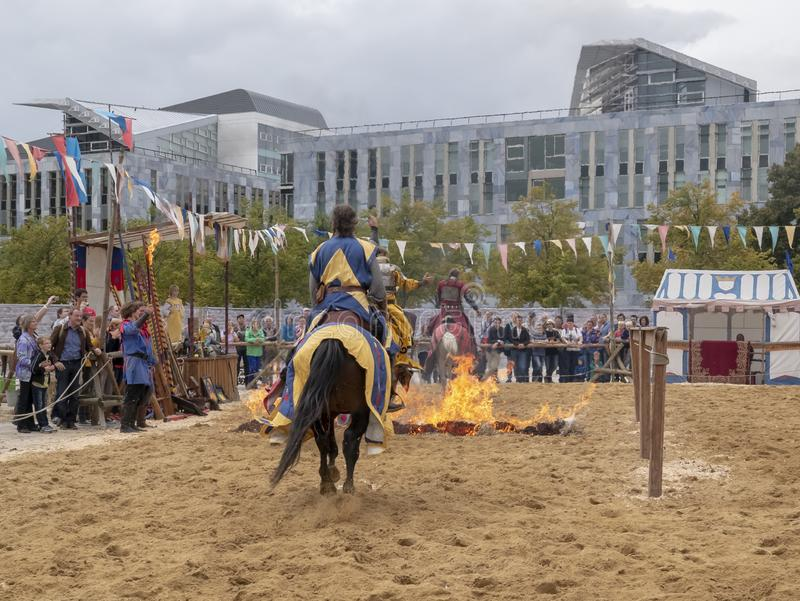 Magdebourg, Allemagne - 29 08 2014 : Reconstruction de Kaiser-Otto-Fest des événements historiques de la ville Jouter spectaculai images libres de droits