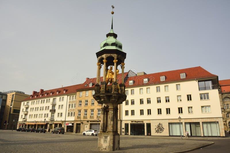 Magdeburger Reiter, 1240, la primera estatua ecuestre al norte de las montañas, en el cuadrado Alter Markt en Magdeburgo fotografía de archivo