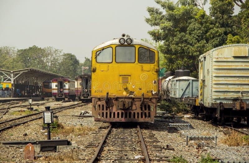 Mage rocznika retro styl Stary Dieslowski Elektrycznej lokomotywy pociąg zdjęcie royalty free