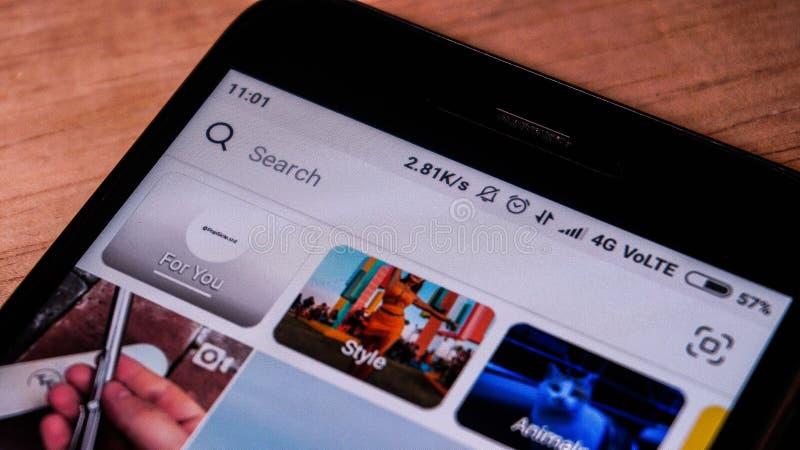Magelang, Java-Centrale, Indonésie, le 16 avril 2019 téléphone androïde qui montre l'instagram de menu de recherche sur l'écran t photos stock