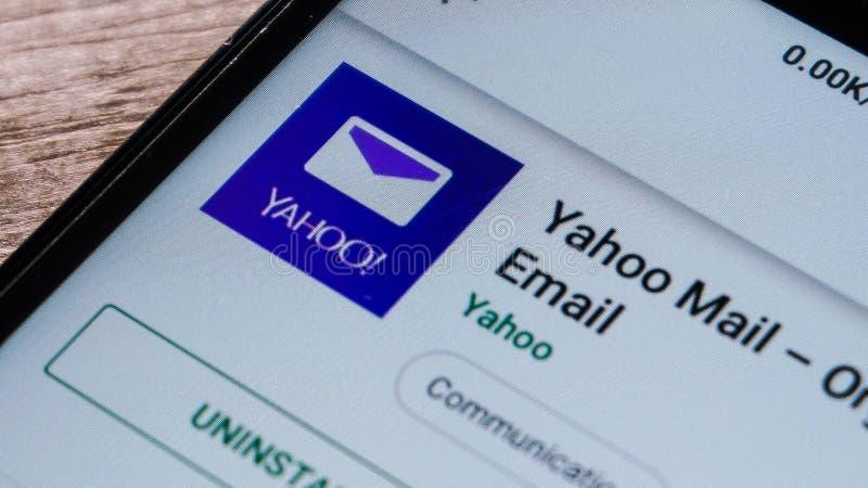 Magelang, Jawa Tengah, Indonesien, am 16. April 2019 Yahoo-Post App im Spielspeicher nah oben auf dem Android-Smartphonesschirm - lizenzfreies stockfoto