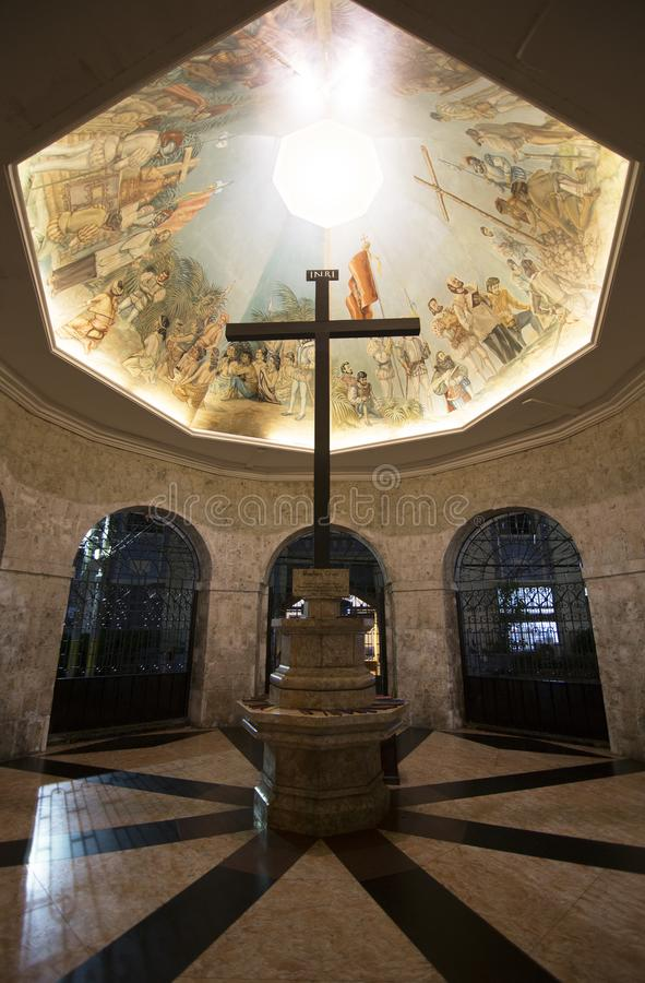 Magellans kors i kapell i Cebu arkivfoton
