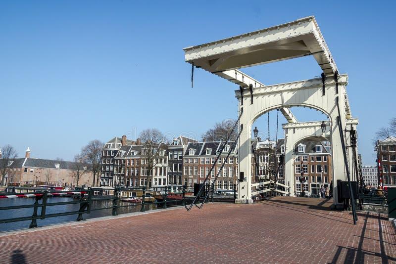 Magere Brug (皮包骨头的桥梁)在阿姆斯特丹 免版税库存图片
