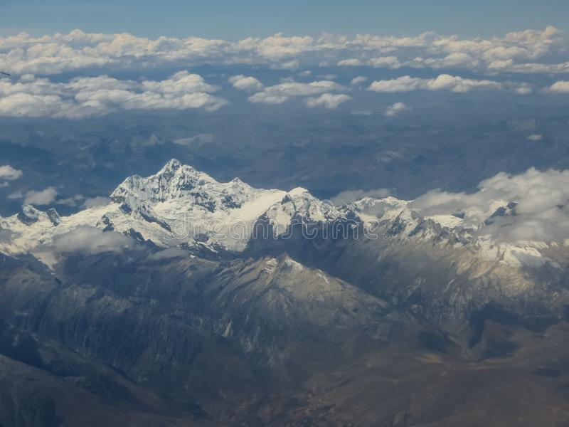 Magestuosa aerial view of large snowy mountains royalty free stock photos