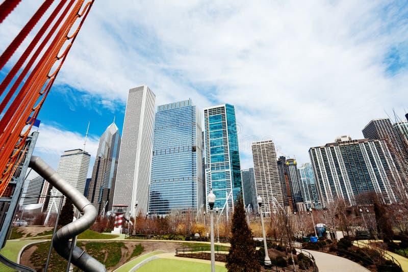 Maggie Daley park w Chicago i miasta linia horyzontu fotografia royalty free