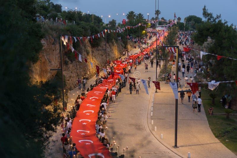 19 maggio 2018; Adalia, Turchia - la gente che celebra gioventù e giornata di gare sportive parata fotografia stock