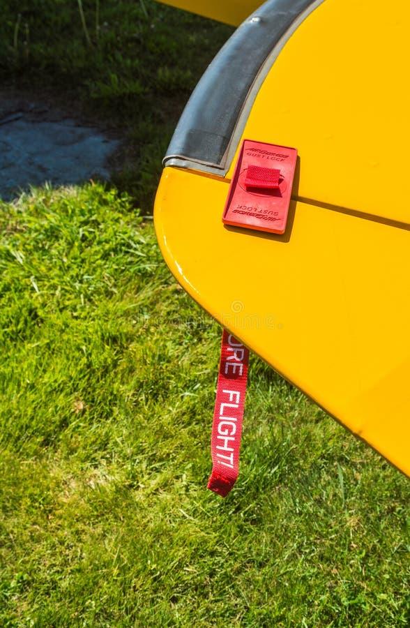 7 maggio 2019 - Columbia Britannica di delta: Serrature di raffica rosse allegate per traversare del monomotore di Bearhawk fotografie stock libere da diritti