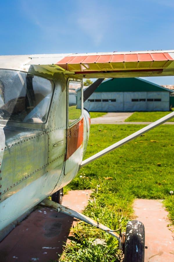 7 maggio 2019 - delta, Columbia Britannica: Piccolo aeroplano del Cessna 150F all'eredit? Airpark di delta immagini stock libere da diritti