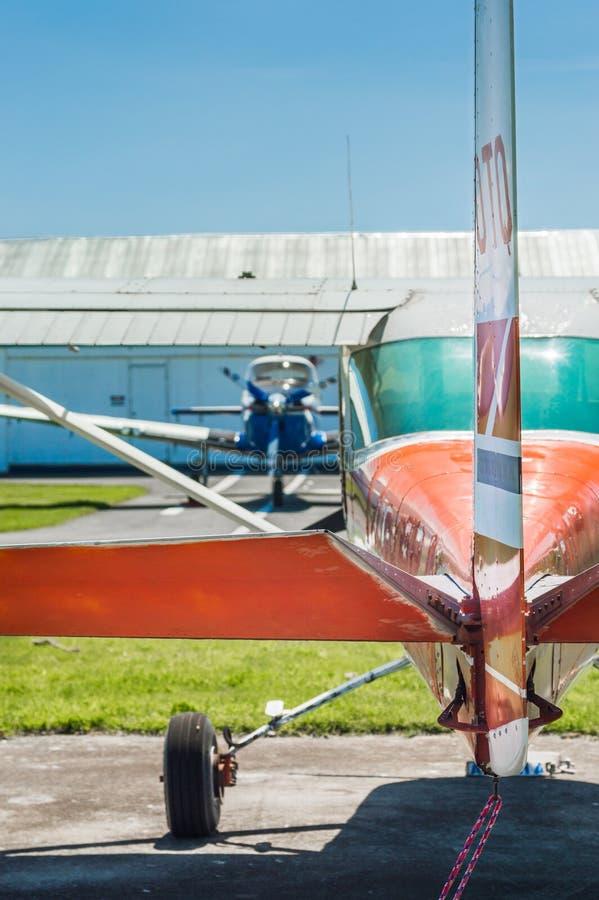 7 maggio 2019 - delta, Columbia Britannica: Retrovisione di Cesssna 150G, timone, elevatori e stablizers immagini stock libere da diritti
